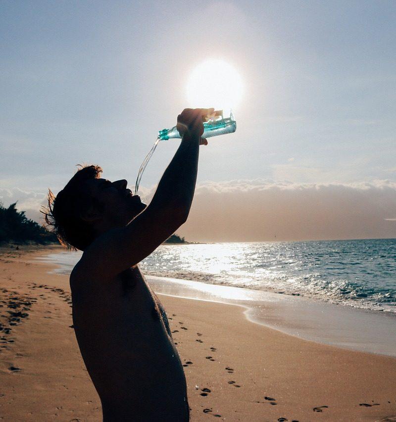 Waarom het te snel drinken van water niet goed voor je is